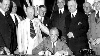 US President Franklin Rooselvelt signing the 1933 Glass-Steagall Act